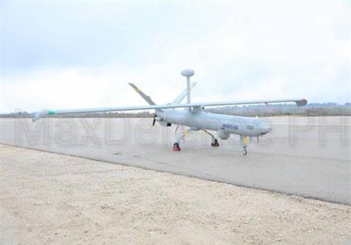 Các máy bay không người lái vừa được Philippines mang ra khoe là loại Elbit Hermes 450 do Israel sản xuất. Đây là loại máy bay không người lái cỡ trung, được thiết kế để hoạt động thời gian dài trong các nhiệm vụ mang tính chiến thuật. Nguồn ảnh: Israeldefense.