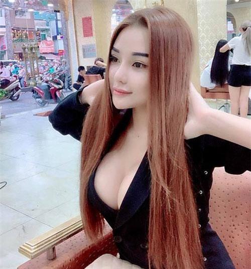 Hot girl Mon 2k.