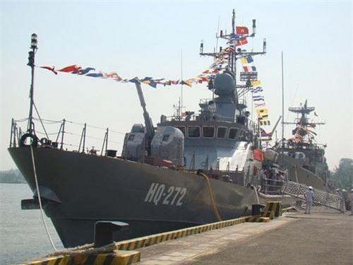 Tàu pháo TT-400TP số hiệu HQ-272 trong lễ bàn giao. Ảnh: Báo Hải quân Việt Nam.
