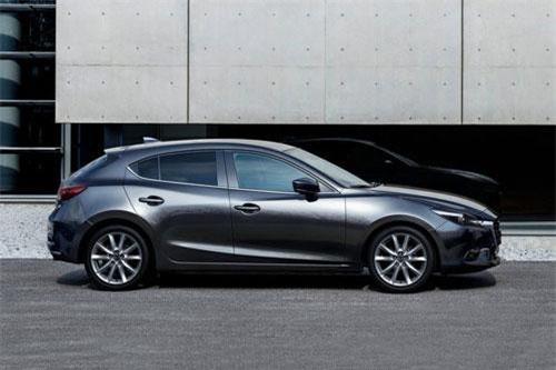 6. Mazda 3 (doanh số: 7.401 chiếc).
