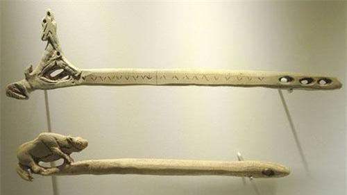 Một trong những vũ khí huyền thoại của chiến binh Aztec là Atlatl. Đây là vũ khí dạng tên được người Aztec sử dụng phổ biến trong các trận chiến.