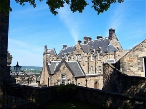 Bí ẩn lâu đài Edinburg ma ám ở Anh