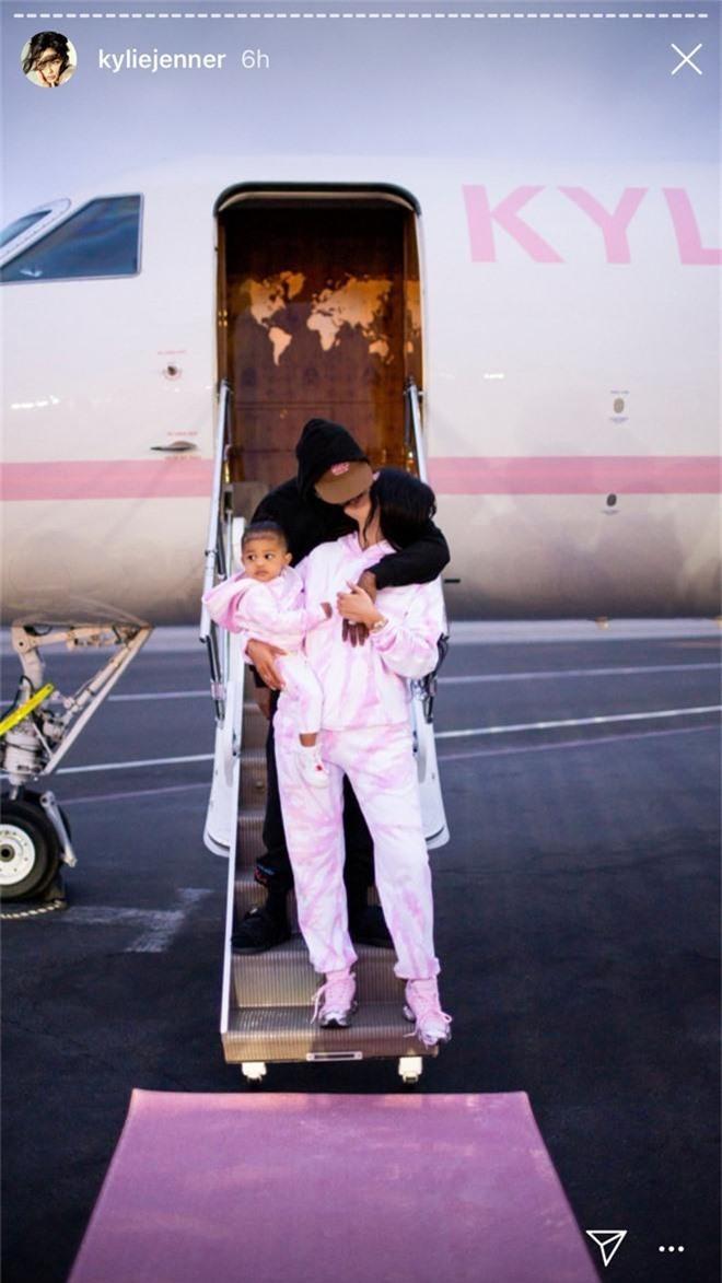 Biết là Kylie Jenner giàu sụ rồi nhưng thấy chiếc trực thăng đi du lịch sương sương của cô nàng thì ai cũng phải e dè - Ảnh 3.