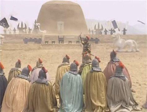 Tào Tháo đứng trước mộ của Viên Thiệu kể lại cuộc chiến giữa đôi bên, không ngừng ca ngợi Thiệu.