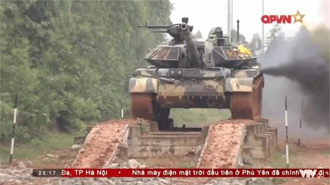"Viet Nam ""lot xac"" T-54 giup linh tang dua tai o Tank Biathlon-Hinh-2"