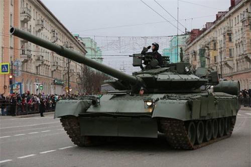 """Xe tăng T-80BVM liệu có được đưa sang chiến trường Syria """"thử lửa"""". Ảnh: TASS."""
