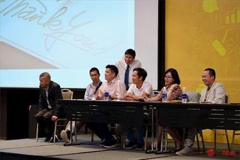 Ông Nguyễn Đức Tài (đứng) cùng với những nhân vật chủ chốt của Thế Giới Di Động tại Đại hội cổ đông công ty năm 2019 - Ảnh: Hải Đăng