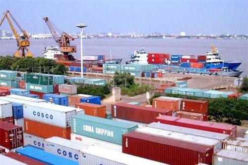 Tổng trị giá nhập khẩu của Việt Nam cũng đạt gần 121 tỷ USD, tăng 8,9% so với năm ngoái.
