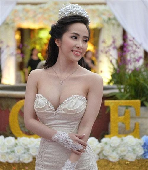 Hiện tại, người đẹp 8x đang là diễn viên, ca sĩ khá nổi tiếng ở làng giải trí Việt Nam.