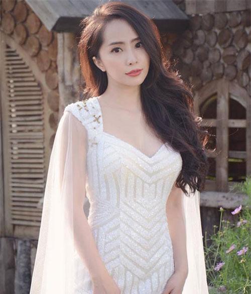 Tuy vậy, tên tuổi Quỳnh Nga chỉ thực sự được chú ý khi đóng vai nữ chính trong phim Lập trình cho trái tim.