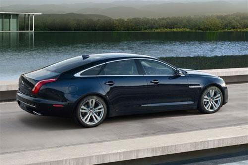 7. Jaguar XJ.