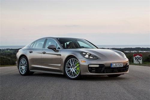 9. Porsche Panamera Turbo S E-Hybrid 2019 (vận tốc tối đa: 309 km/h).