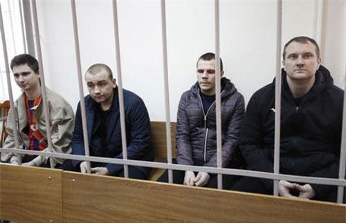 Các thủy thủ Ukraine bị Nga bắt giữ (Ảnh: Tass)