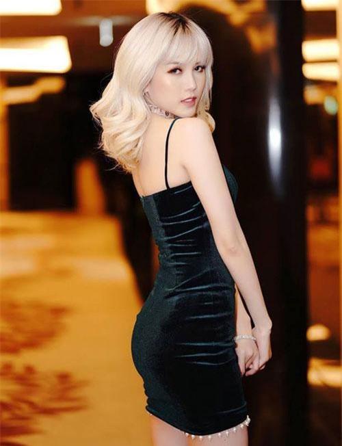 Người đẹp 9x thường xuyên góp mặt trong nhiều đề cử giải thưởng lớn như là giải: Làn Sóng Xanh, Mai Vàng, ZingMuSic Award…