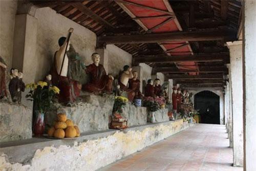 Tượng cổ đất nung ở chùa Nôm (Ảnh: ST)