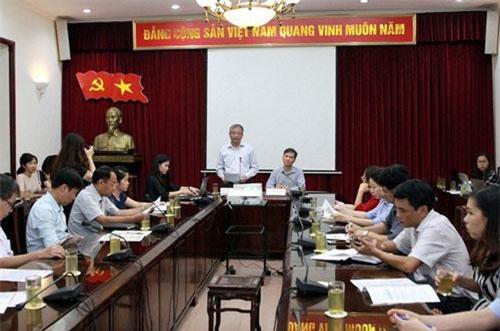 Thứ trưởng Doãn Mậu Diệp (đứng) cho rằng Việt Nam thuộc nhóm 8 nước có tỷ lệ thất nghiệp thấp. Ảnh - Mạnh Dũng.