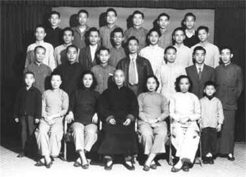 Chi tiet ngo ngang ve vo su Vinh Xuan quyen Diep Van-Hinh-3