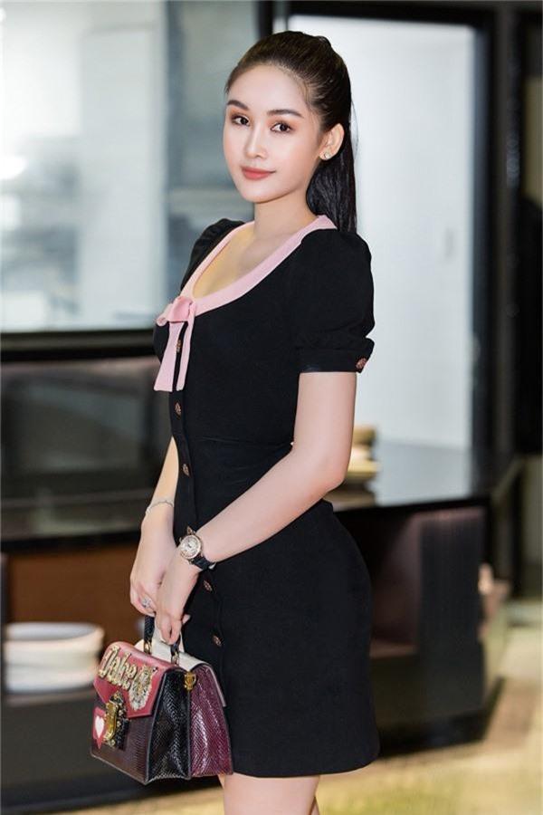 Hoa hậu Đại dương 2017 có gu thời trang đơn giản, thanh lịch.