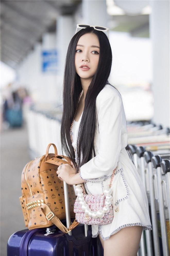 Hội bạn thân toàn mỹ nhân Vbiz tạo nên màn tái ngộ mãn nhãn tại sân bay sang Singapore, nhưng sắc vóc ai nhỉnh hơn? - Ảnh 6.