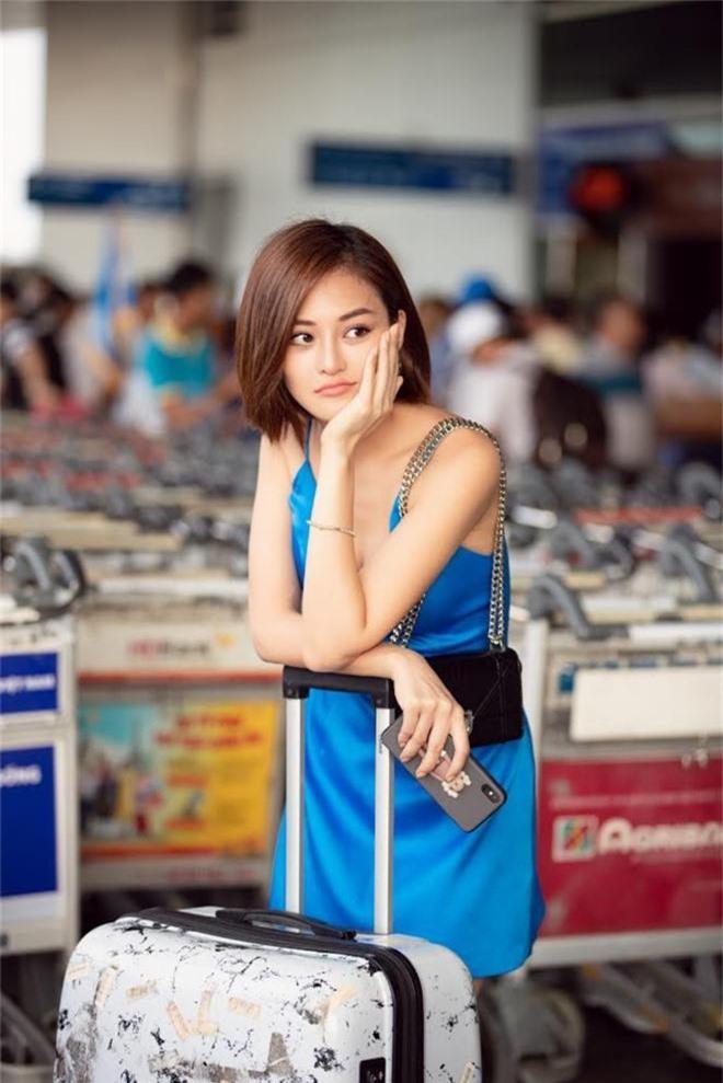 Hội bạn thân toàn mỹ nhân Vbiz tạo nên màn tái ngộ mãn nhãn tại sân bay sang Singapore, nhưng sắc vóc ai nhỉnh hơn? - Ảnh 8.