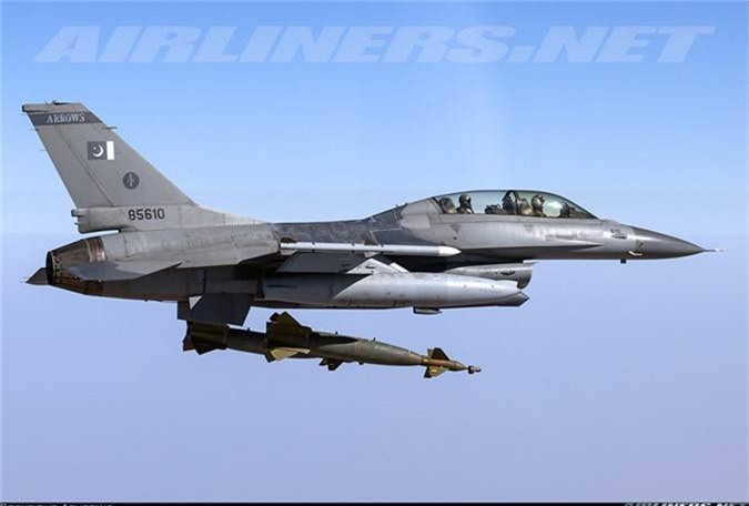"""May bay MiG-29 """"bat chot"""" o Dong Au, nhuong cho cho F-16-Hinh-10"""