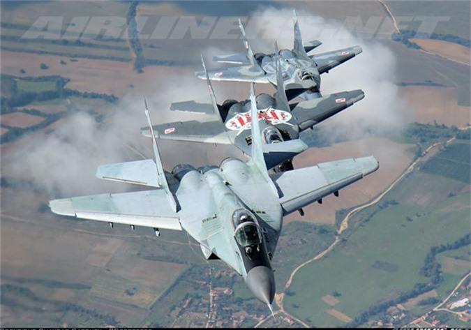 """May bay MiG-29 """"bat chot"""" o Dong Au, nhuong cho cho F-16-Hinh-2"""