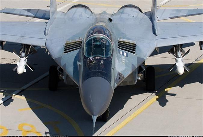 """May bay MiG-29 """"bat chot"""" o Dong Au, nhuong cho cho F-16-Hinh-4"""