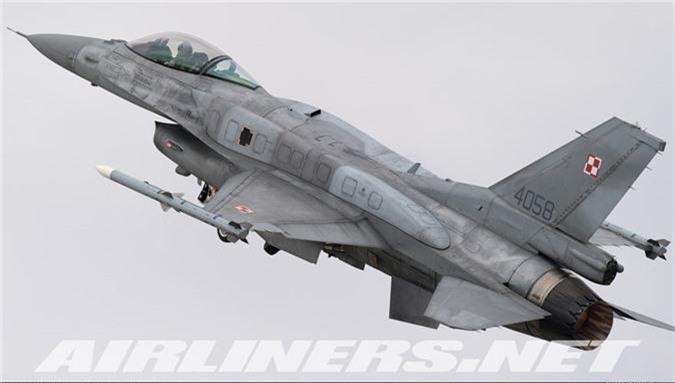 """May bay MiG-29 """"bat chot"""" o Dong Au, nhuong cho cho F-16-Hinh-8"""
