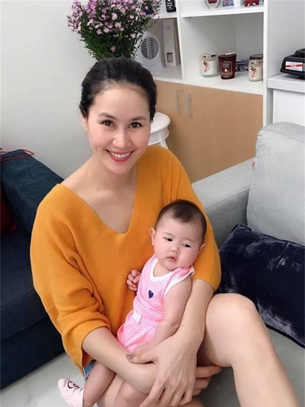 Thân Thúy Hà sinh con gái ở Mỹ vào đầu năm 2019.