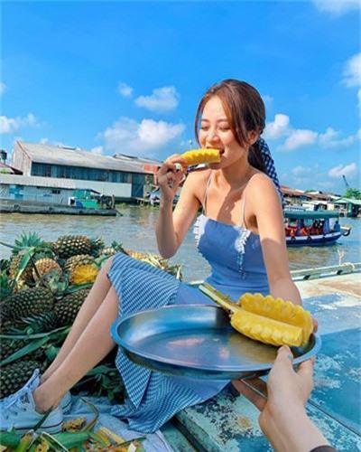 """Chuyen tu nhi nhanh sang dien deep, hot girl World Cup hut """"ca ro"""" fan-Hinh-8"""