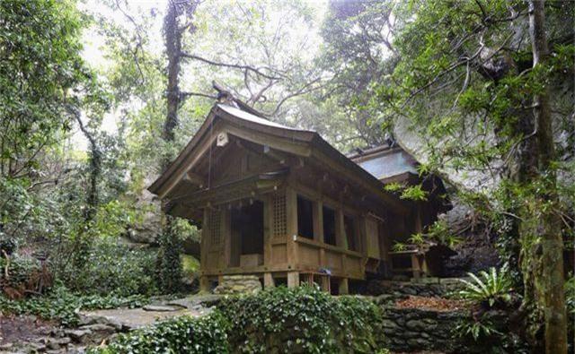 Ngôi đền thờ linh thiêng trên đảo