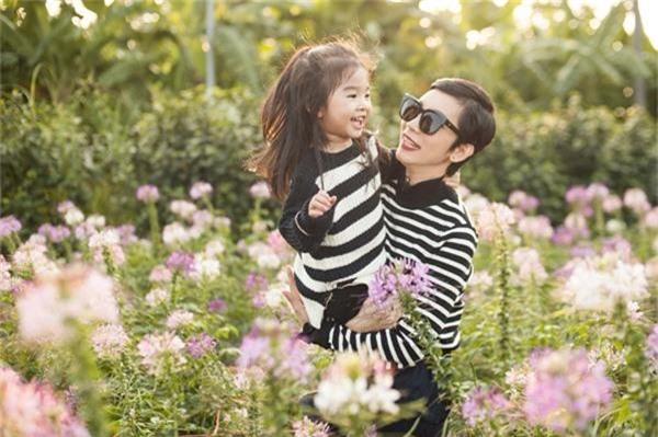 Cuộc sống của 2 mẹ con siêu mẫu Xuân Lan đang dần ổn định.