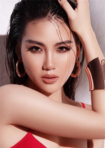 Trong cuộc phỏng vấn trên Vietnamnet, siêu mẫu Bùi Quỳnh Hoa tiết lộ, có đại gia sẵn sàng trả cô 1 triệu USD để đặt vấn đề tình cảm.