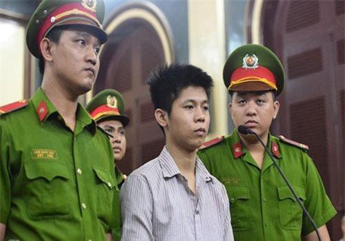 Nguyễn Hữu Tình khi nói lời sau cùng. Ảnh: Lê Quân/Zing.