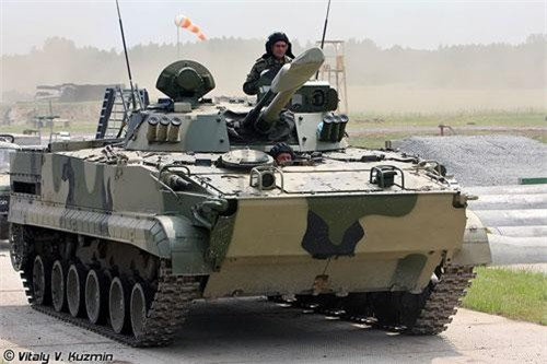 Hôm 7/7, Phó Thủ tướng Yury Borisov đã viếng thăm hàng loạt các công ty quốc phòng tại tỉnh Kurgan, tại đây ông đã cho truyền thông cơ hội tiếp cận nhiều dây chuyền vũ khí bí mật và qua đó hé lộ ra nhiều loại vũ khí mới đang được chế tạo, trong đó nổi bật là phiên bản cải tiến của dòng xe chiến đấu bộ binh BMP-3. Nguồn ảnh: Vitaly-Kuzmin