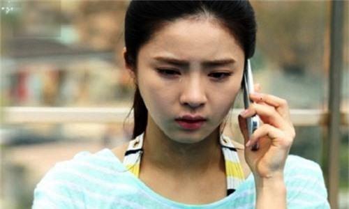 Chân tay Linh rụng rời, cô ôm con gọi taxi mà nước mắt cứ tuôn trào (Ảnh minh họa).