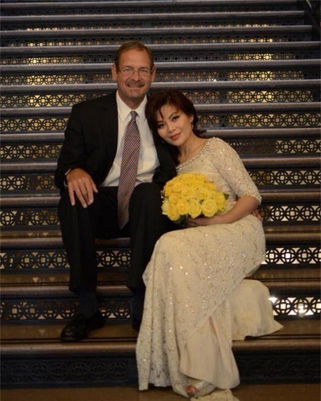 Hôn nhân ngọt ngào của Ngọc Anh 3A với chồng Tây qua lời Bằng Kiều, Quang Dũng. - 1