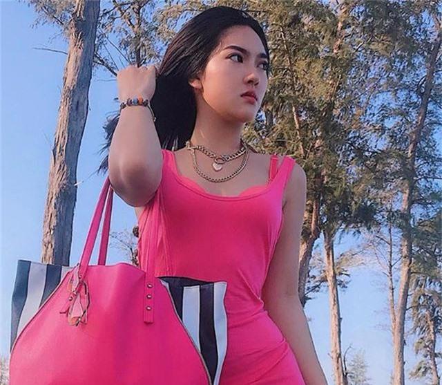 Hiện tại, hot girl Phan Thiết có thu nhập khoảng 30 triệu đồng/tháng. Kế hoạch gần nhất trong tương lai của 9X là phát triển sự nghiệp kinh doanh và nếu còn thời gian thì sẽ trau dồi thêm khả năng mẫu ảnh.
