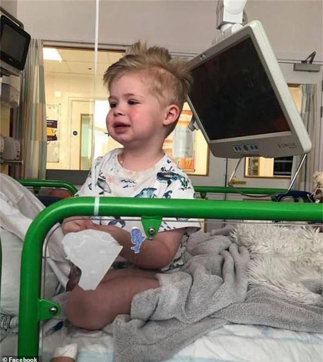 Clip: Nữ y tá hát cổ vũ tinh thần cậu bé chiến đấu với bệnh ung thư - 3