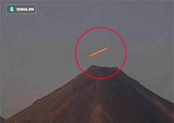 UFO xuất hiện dị thường ở núi lửa cao hơn 5000m: Căn cứ của người ngoài hành tinh? - Ảnh 1.