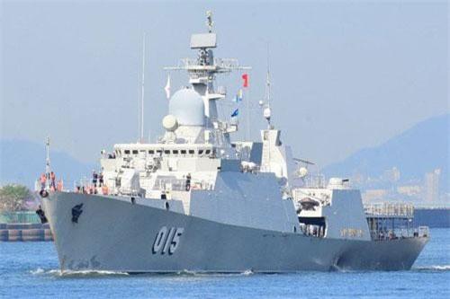 Hãng thông tấn TASS dẫn lời cơ quan truyền thông nhà máy Zelenodolsk cho hay, phái đoàn quân sự tới từ các Tiểu Vương quốc Ả Rập thống nhất (UAE), Ả Rập Saudi, Thái Lan và Việt Nam đang bày tỏ sự quan tâm tới các tàu hộ vệ tên lửa Gepard 3.9 và nhiều loại tàu khác. Nguồn ảnh: QĐND
