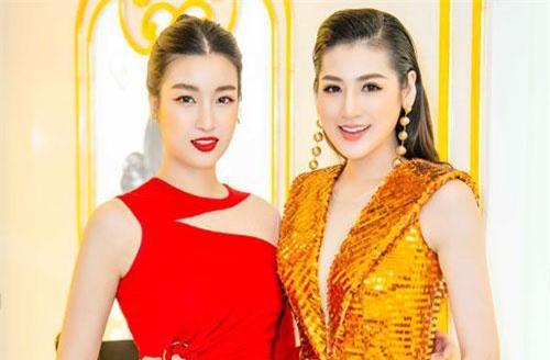 Á hậu Tú Anh bất ngờ hội ngộ Hoa hậu Mỹ Linh tại sự kiện ngày 21/7 tại Hà Nội.