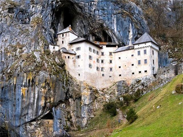12 lâu đài ma ám đáng sợ trên thế giới - Ảnh 11.