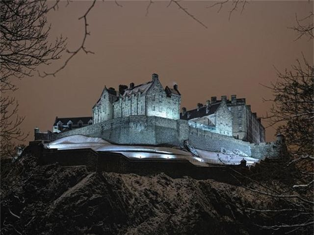 12 lâu đài ma ám đáng sợ trên thế giới - Ảnh 17.