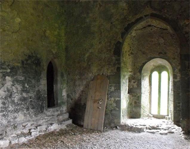 12 lâu đài ma ám đáng sợ trên thế giới - Ảnh 2.