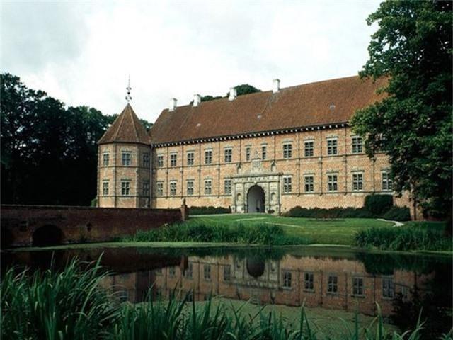 12 lâu đài ma ám đáng sợ trên thế giới - Ảnh 9.
