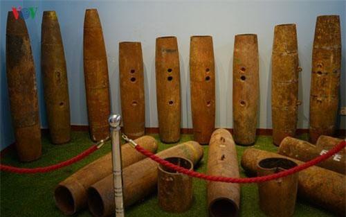 Các vỏ bom thu được từ chiến trường Campuchia và được trưng bày tại 1 cơ sở của CMAC. Ảnh: Trung Hiếu/VOV.VN.