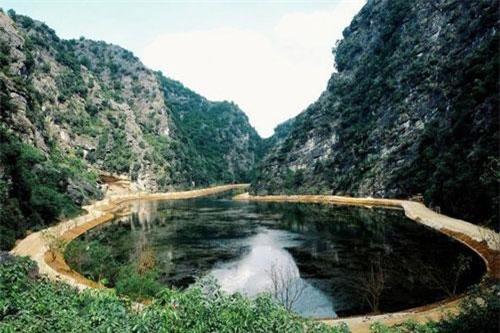 Động Am Tiên nằm trong quần thể di tích cố đô Hoa Lư. (Ảnh: timeoutninhbinh)