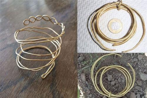 3 chiếc vòng cổ vàng có niên đại 3.000 năm tuổi được tìm thấy.