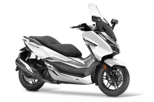 8. Honda Forza 300 2019 (giá: 7.999 euro).